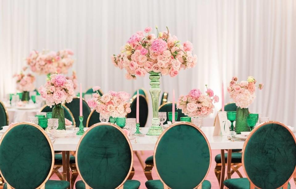 Cel mai simplu mod de a crea o atmosferă de nuntă super elegantă și luxoasă cu bani puțini mobiliersalievenimente.ro
