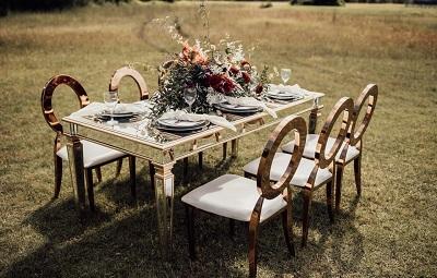Scaune ieftine versus scaune de lux pentru nuntă – ce vor mirii?  - Blog mobiliersalievenimente.ro